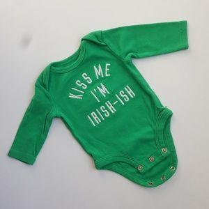 Carters • NB Kiss Me I'm Irish Bodysuit